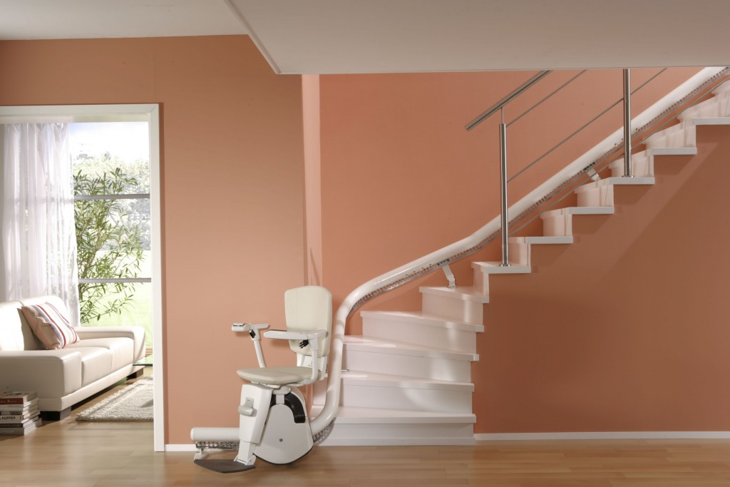 Tips For Buying A Curved Lift For Elders To Enhance Their Safe Mobility