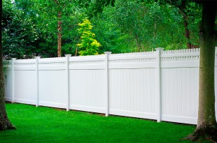 10 Reasons Why You Choose A Vinyl Picket Fence For Your House