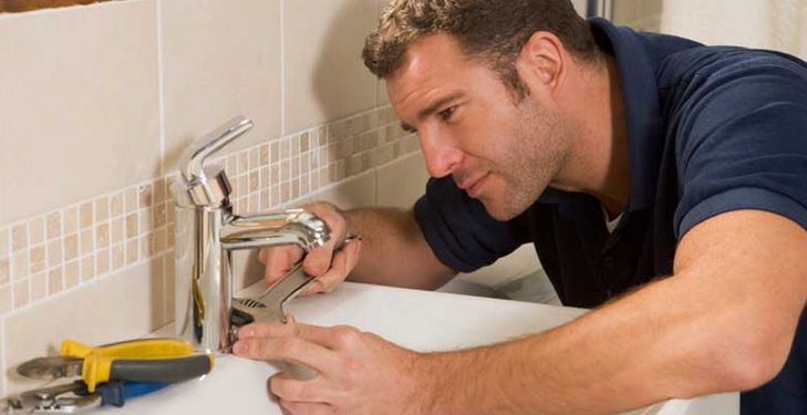 Tips To Select The Right Plumber In The Middle Of An Emergency