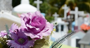 How Can You Help A Grieving Person At The Funeral