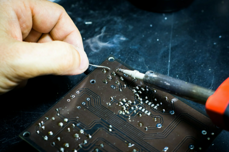 In-House Manufacturing vs Outsourcing: How to Decide Which Is Best For Your Business