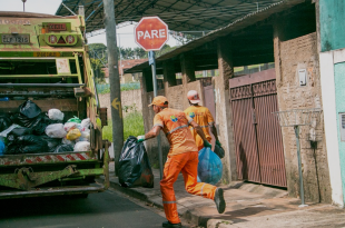 4 Ways Garbage Collection Companies Save Money and Resources