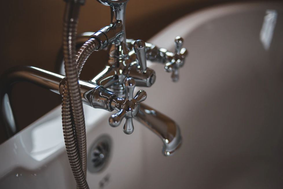 4 Ways A Clogged Drain Can Further Damage Your Home
