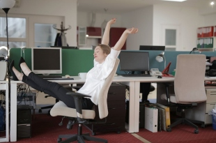 6 Reasons Why Stretching During Work Can Increase Your Mood